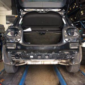 Esempio di montaggio gancio traino su Mercedes Classe A